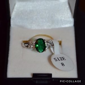 Beautiful Emerald Colored Silver Toned Ring Sz 8